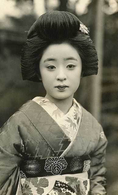 PHOTOGRAPHY GEISHA MAIKO JAPAN KYOTO READING KIMONO ART POSTER PRINT LV3576