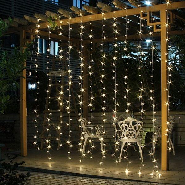 473224e101c Decoración navideña para pérgolas con luces LED. Cortina de luces LED para  el jardín.  lucesled  luces  navidad  decoracionnavideña