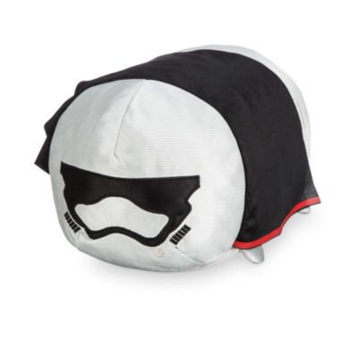 Loyal soldiers of the First Order will love this cuddly yet cool Captain Phasma Tsum Tsum. With a soft design and her signature cape, she's ready to stack with other Tsum Tsums.