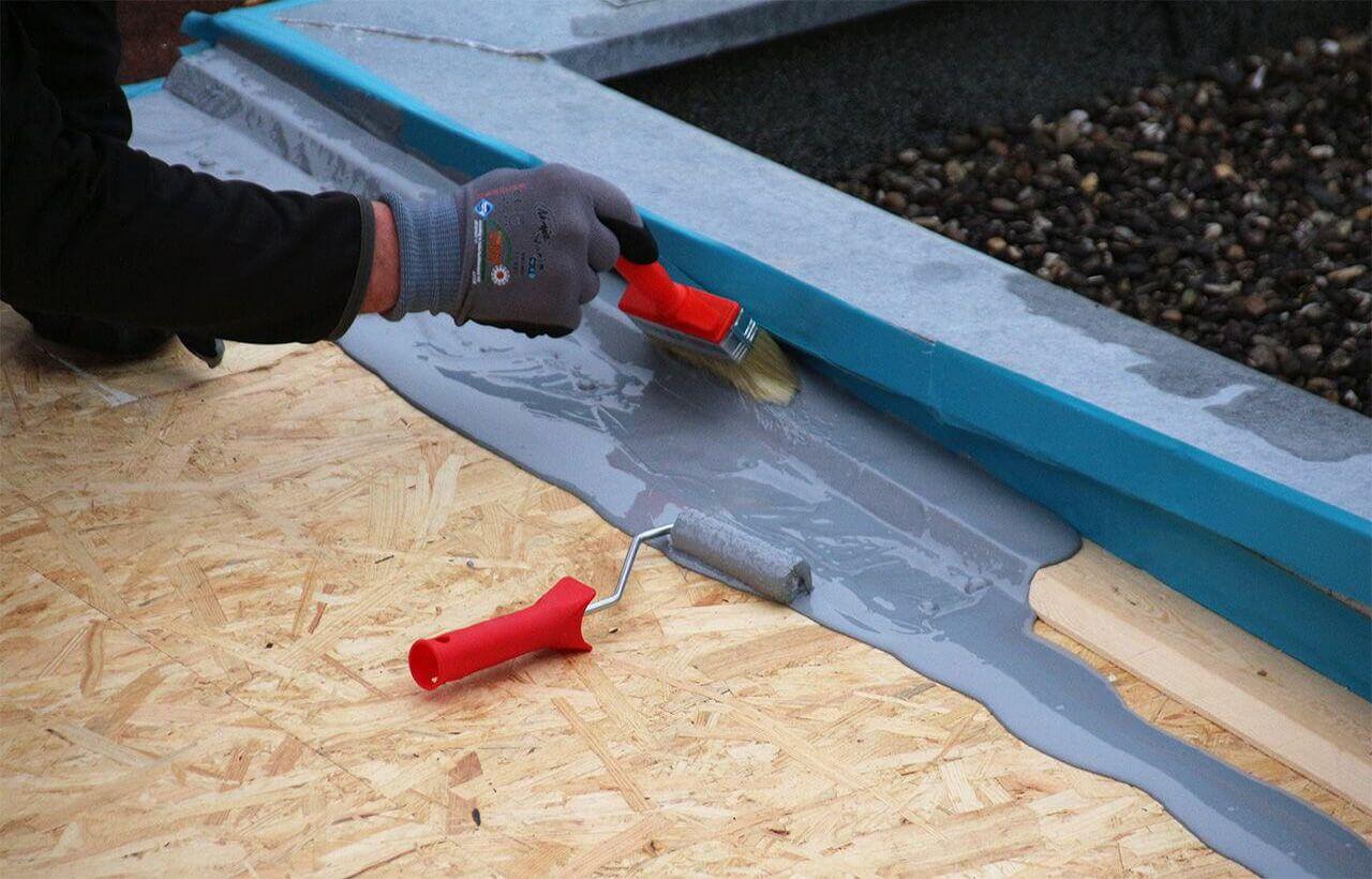 Das Material an den Randbereichen auftragen (avec images)   Étanchéité toit plat