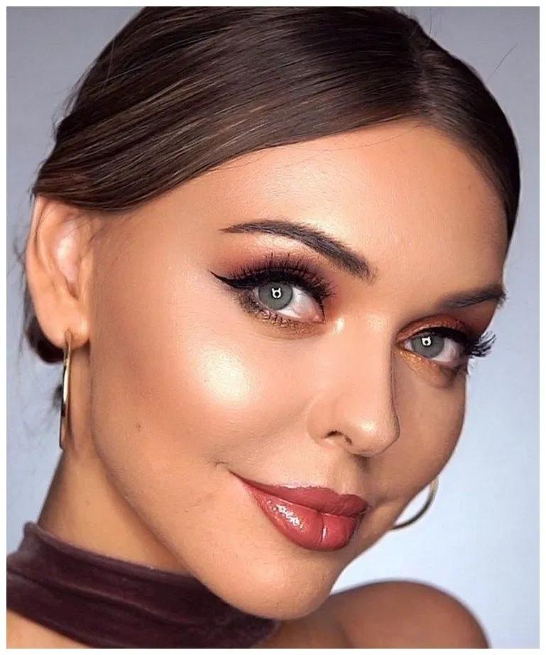 spotlight / halo smokey eye in navy blue + gold makeup