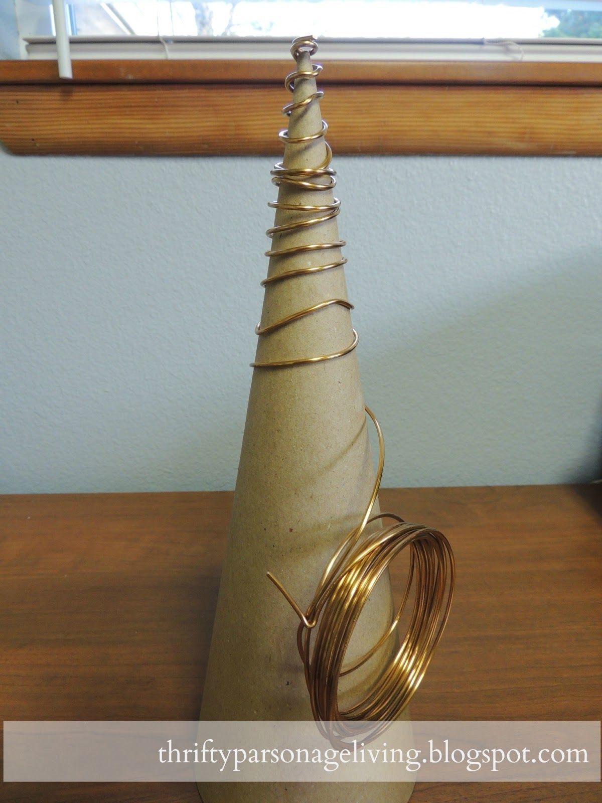 DIY WIRE CHRISTMAS TREE - This will work great with my shrinky dink ...