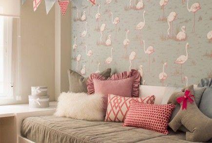 Un dormitorio infantil en rosa, gris y blanco · A girly pink, white and grey bedroom