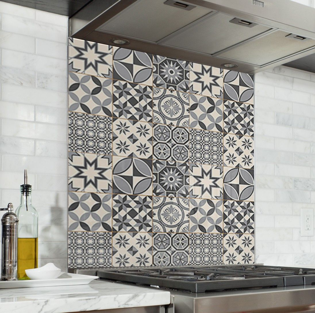 Fond De Hotte Carreaux De Ciment Gris Credence Cuisine Deco Cantonnieres De Cuisine Cuisines Deco Carrelage Mural Cuisine