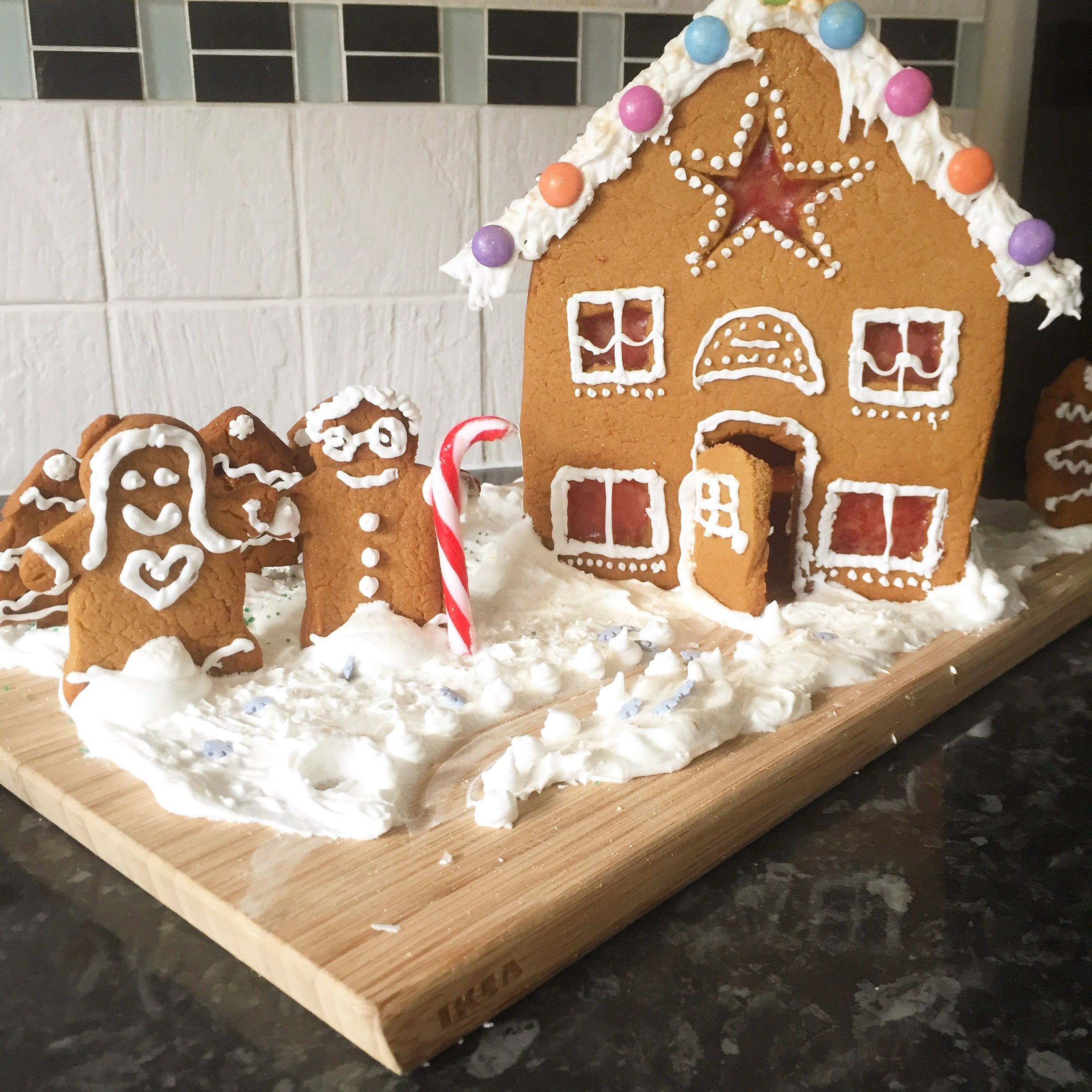 Diy gingerbread house my cakes pinterest gingerbread houses diy gingerbread house solutioingenieria Image collections