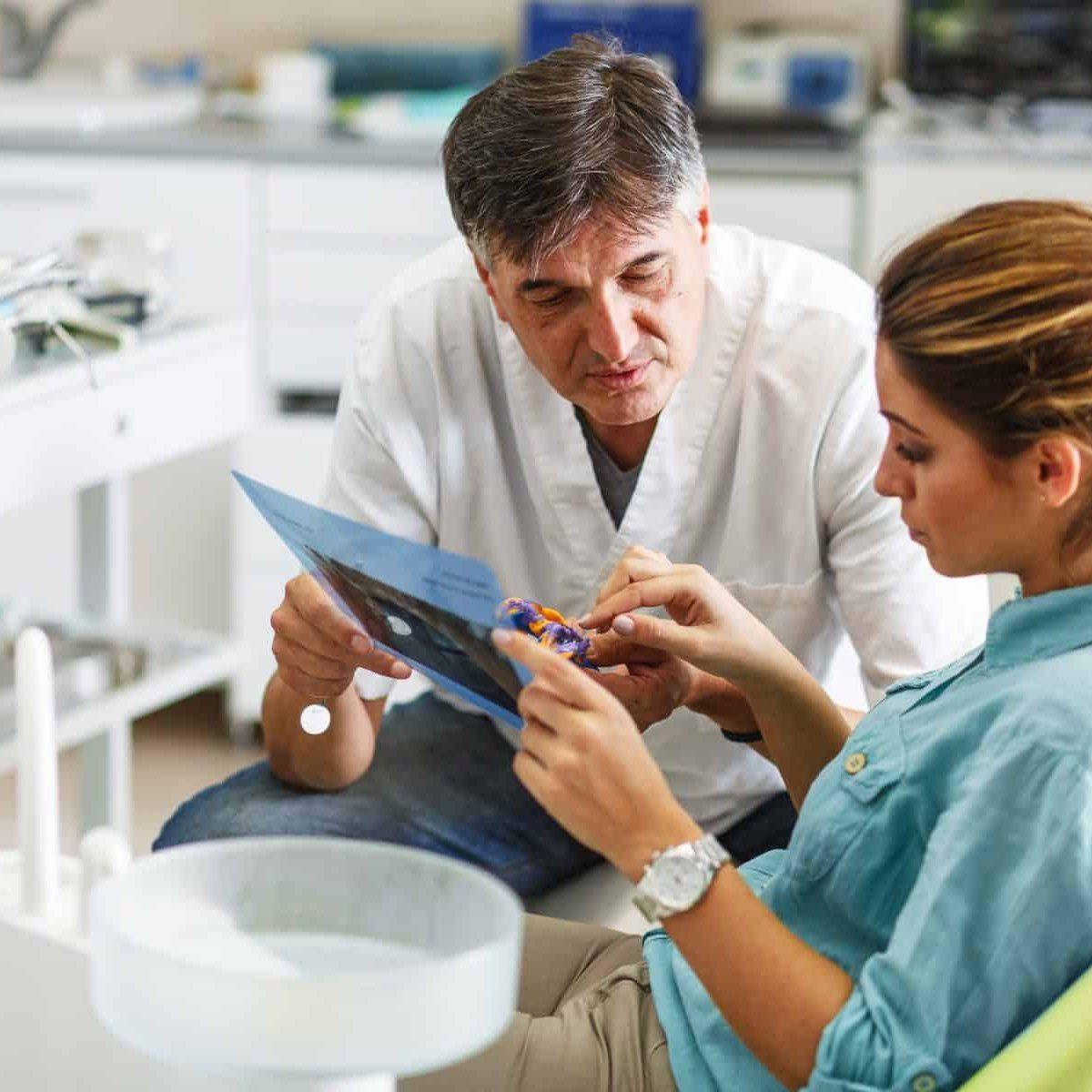 How Is A Tooth Extraction Done? The Dentist Uses A Forceps