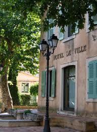Google Afbeeldingen resultaat voor http://fotocompetitie.upc.nl/original/404063/place_de_la_mairie_en_provence__en_provence/var_provence_hotel_de_ville_platane_le_val.jpg