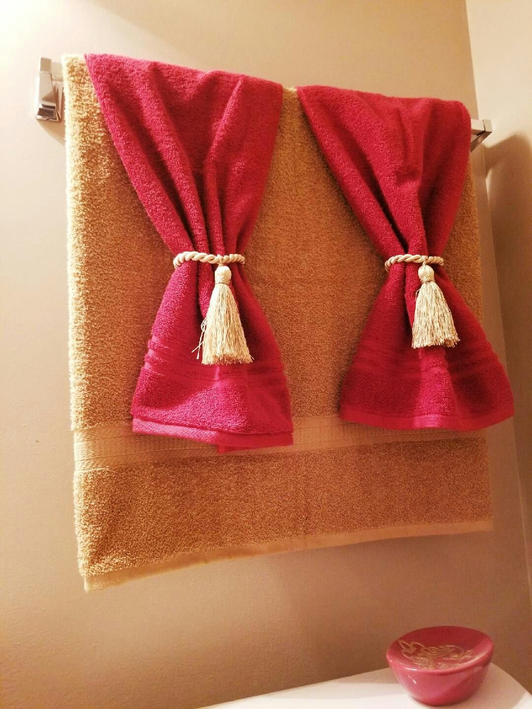 Red And Gold Bathroom Towel Design With Images Bathroom Red