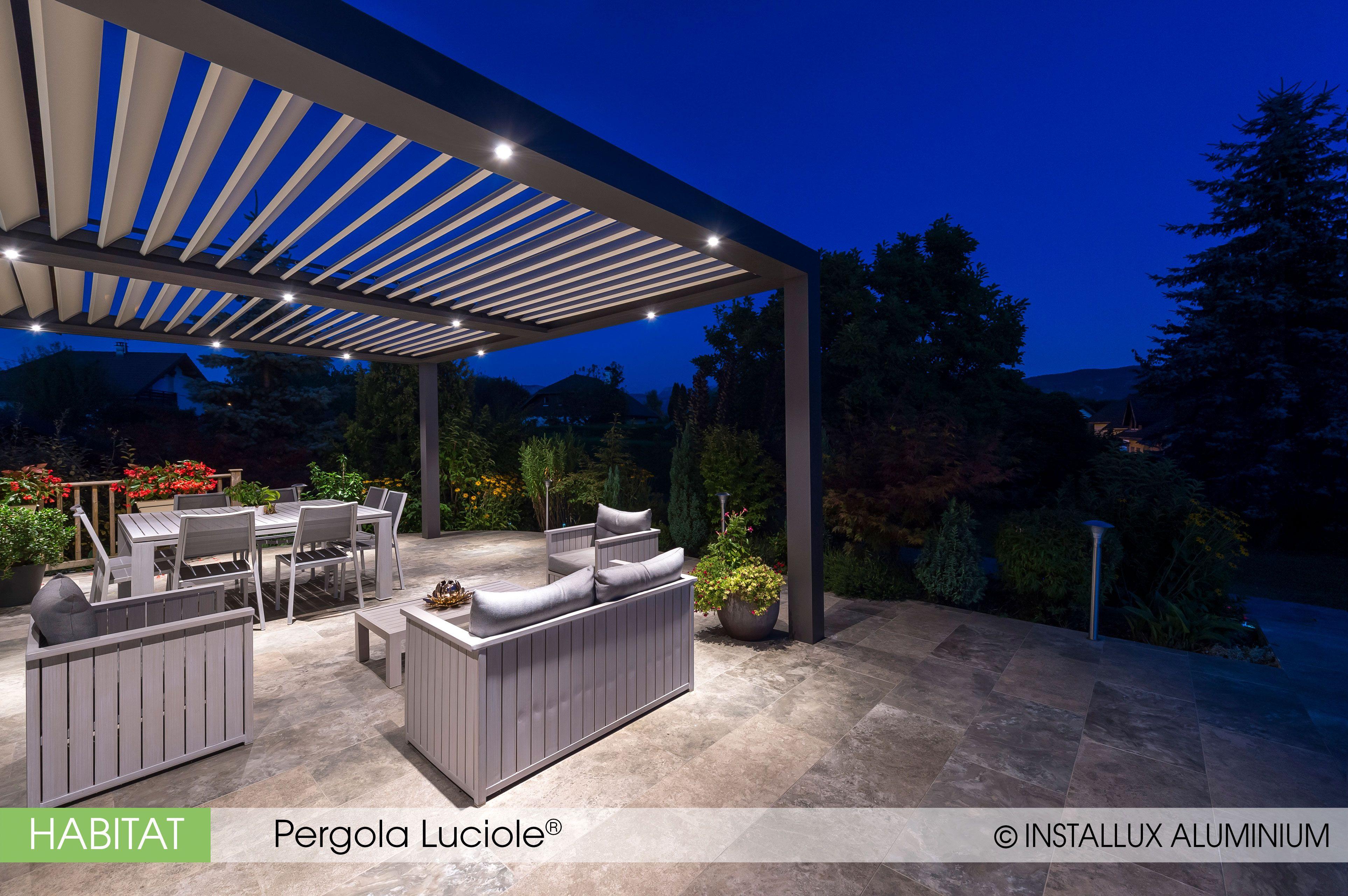En Soiree L Eclairage Integre Vous Permet De Profitez De Votre Terrasse Plus Longtemps Maison Bioclimatique Pergola Bioclimatique