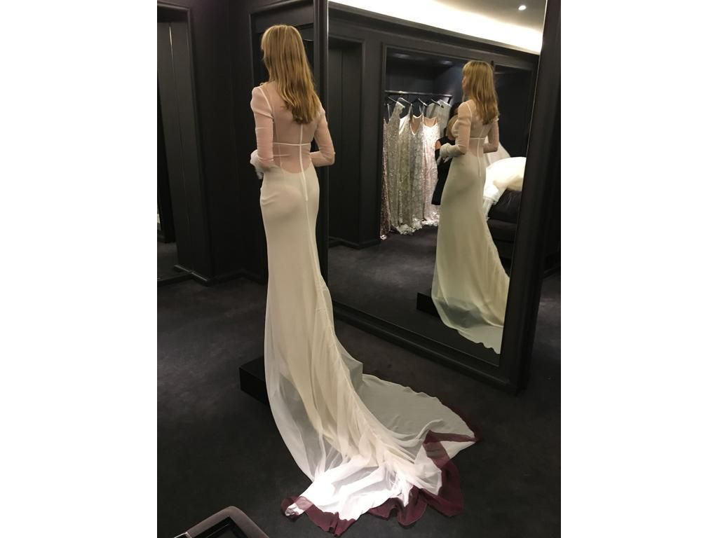 One of a kind wedding dresses  Vera Wang Oneofakind wedding dress currently for sale at  off