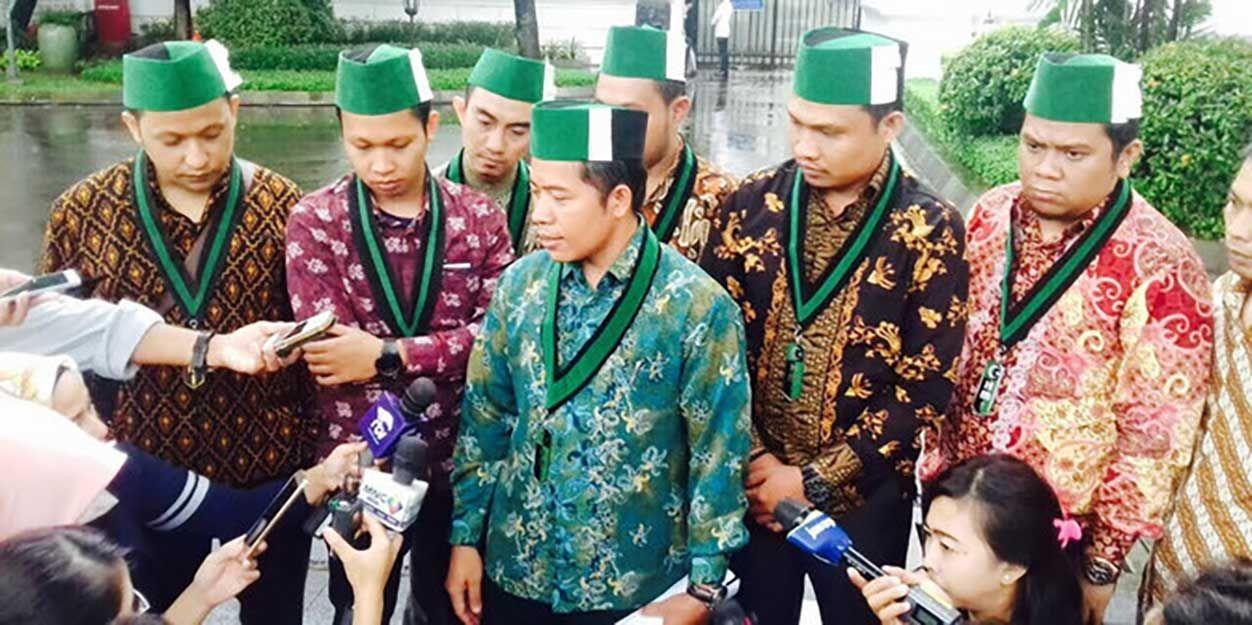 Temui Jokowi di Istana, Ini yang Diminta HMI ke Pemerintah https://malangtoday.net/wp-content/uploads/2017/02/HMI.jpg MALANGTODAY.NET– Pengurus Besar Himpunan Mahasiswa Islam (HMI)diundang Presiden Indonesia Joko Widodo (Jokowi) ke Istana Merdeka, Gambir, Jakarta Pusat, Senin (20/02). Dalam pertemuan yang digelar secara tertutup itu, HMI meminta 10 komitmen yang dihasilkan HMI dari Dies Natalies e-70... https://malangtoday.net/flash/nasional/temui-jokowi-istana-di