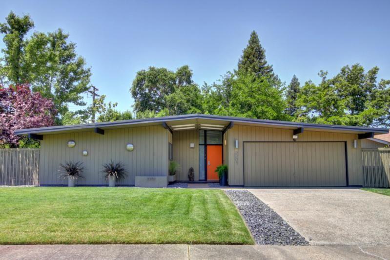 Sacramento modern homes sacramento mid century style for Mid century modern home builders