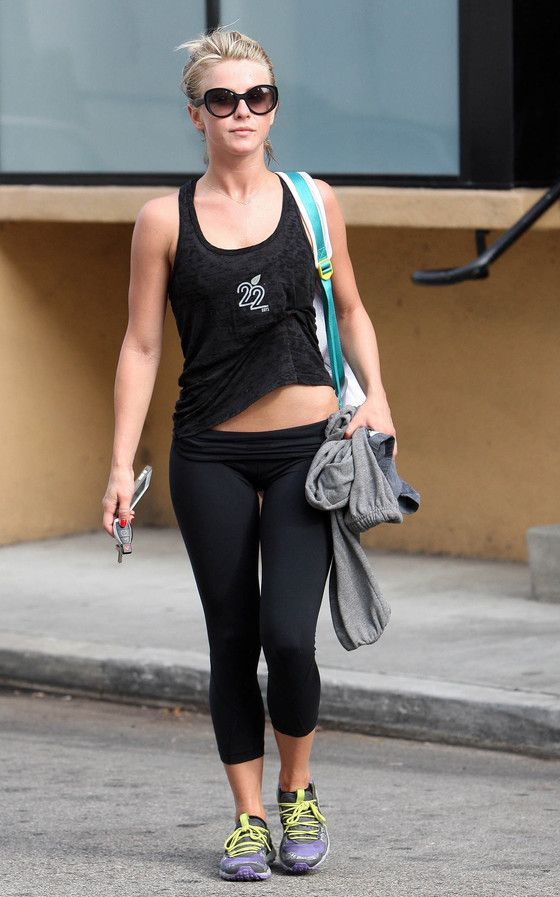 Julianne hough in yoga pants