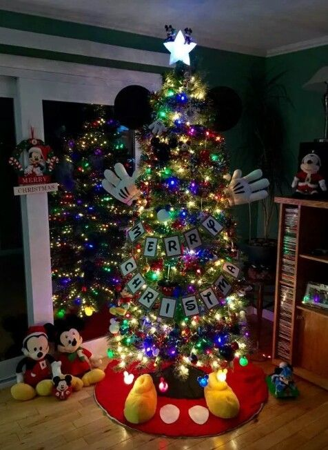 mickey mouse tree christmas tree decorating ideas pinterest christmas disney christmas and christmas decorations