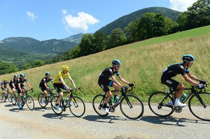 TDF 2013 stage 20.  Sky keeps Froome out of trouble in the final Alpine stage.