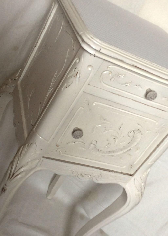 meuble dappoint ou chevet blanc effet vieilli shabby chic meubles et rangements par fabby chic