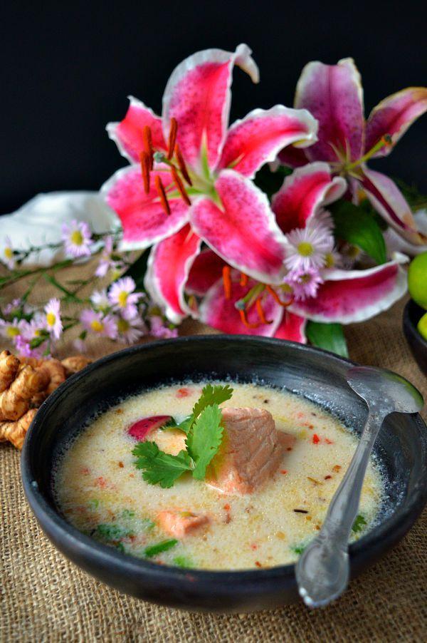: Sopa thai de salmón y leche de coco