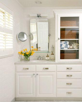 Helpful Small Bathroom Tips Add A Linen Tower If Possible Hide Supplies In Wicker Baskets Bathroom Lighting Design Traditional Bathroom Top Bathroom Design