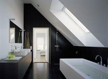 baignoire sous pente studio pinterest baignoires salle de bains et salle. Black Bedroom Furniture Sets. Home Design Ideas