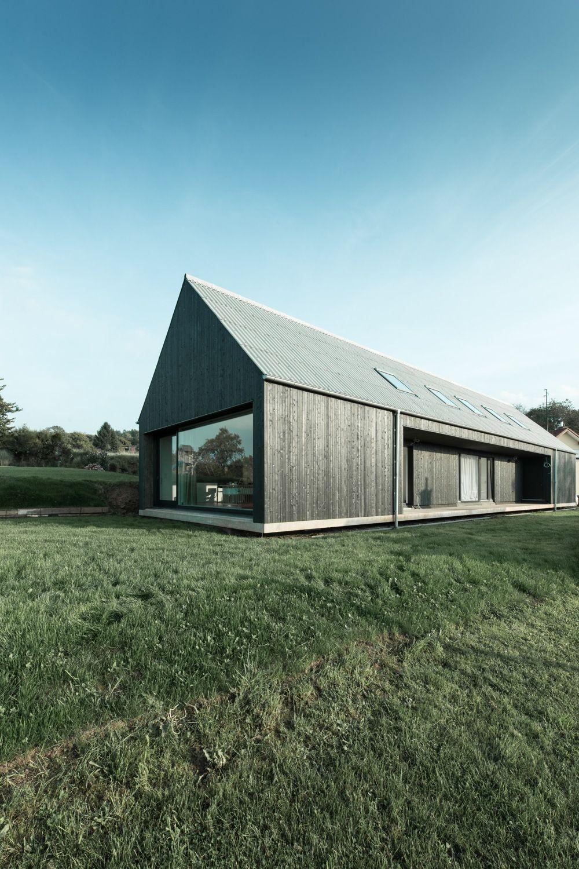 Schwebende scheune einfamilienhaus im saarland for Moderne architektur wohnhaus