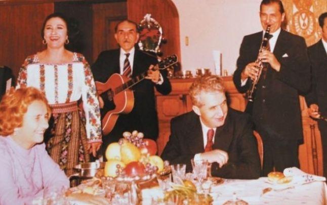 Paştele în perioada comunismului. Familia Ceauşescu petrecea cu rudele în  sufragerie, în timp ce românii mergeau pe ascuns la biserică | Romania