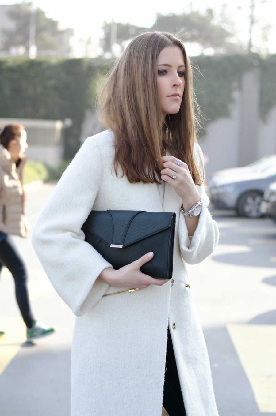 OVERSIZED | K A T E R I N A K.#fashionblogger #streetstyle #totalwhite #oversized #coat #outfit