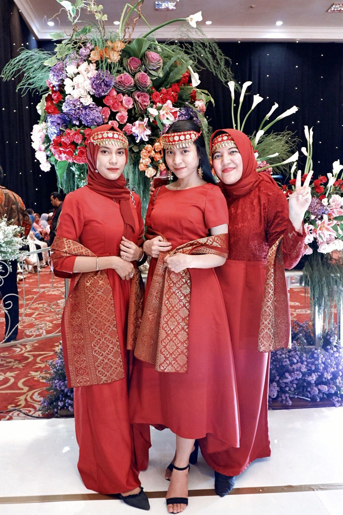 Pakaian Adat Lampung Saibatin
