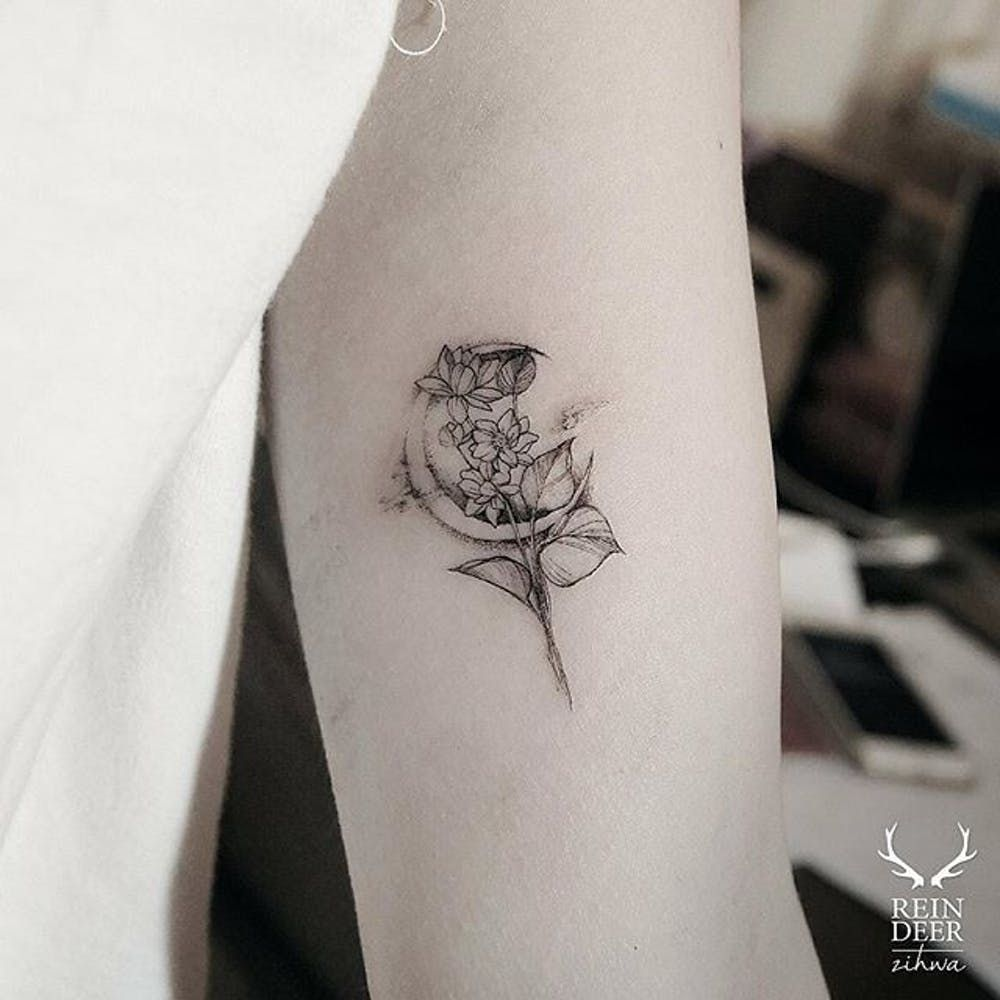 The Delicate Floral Tattoos Of Zihwa Moon Tattoo Designs Moon Tattoo Tattoos