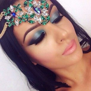 Blue eye makeup look.