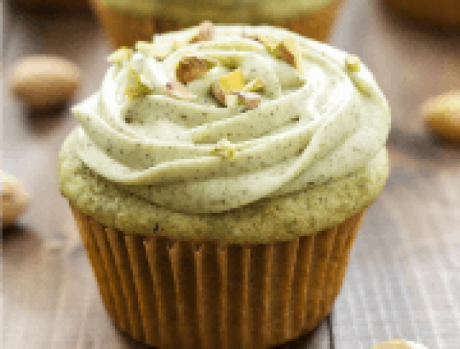 Pistachio Green Tea Cupcakes with Matcha Cream Cheese Frosting - green cupcakes with natural flavor!