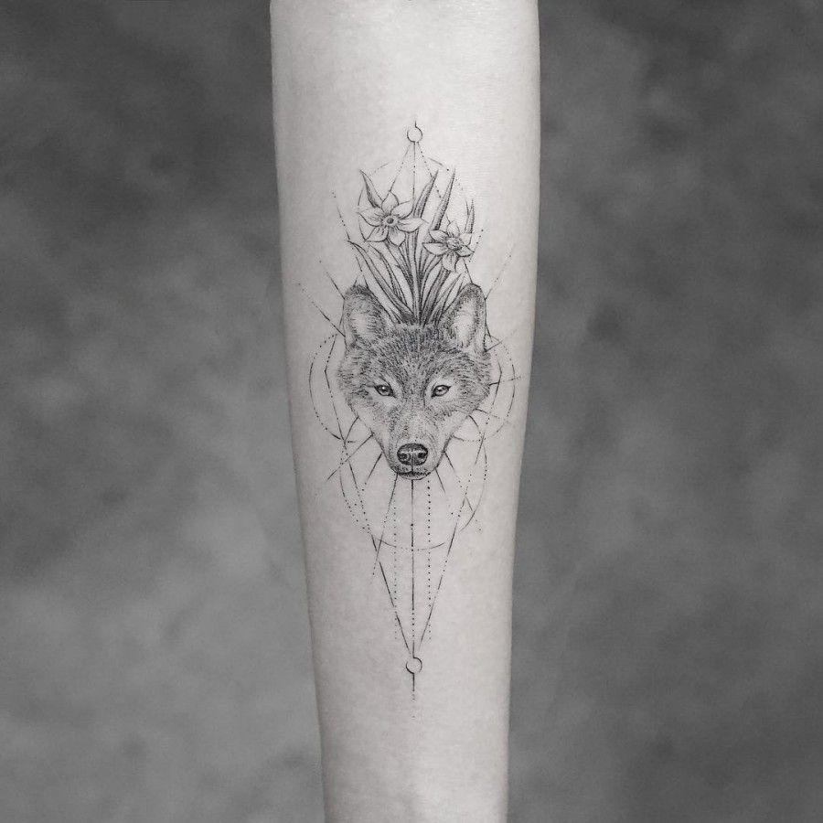 76 Most Stylish Tattoos For Women Wolf Tattoos For Women Wolf Tattoo Design Wolf Tattoos