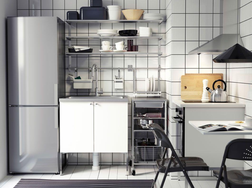 cucina moderna in bianco e acciaio inossidabile con frontali ... - Cucine Acciaio Ikea