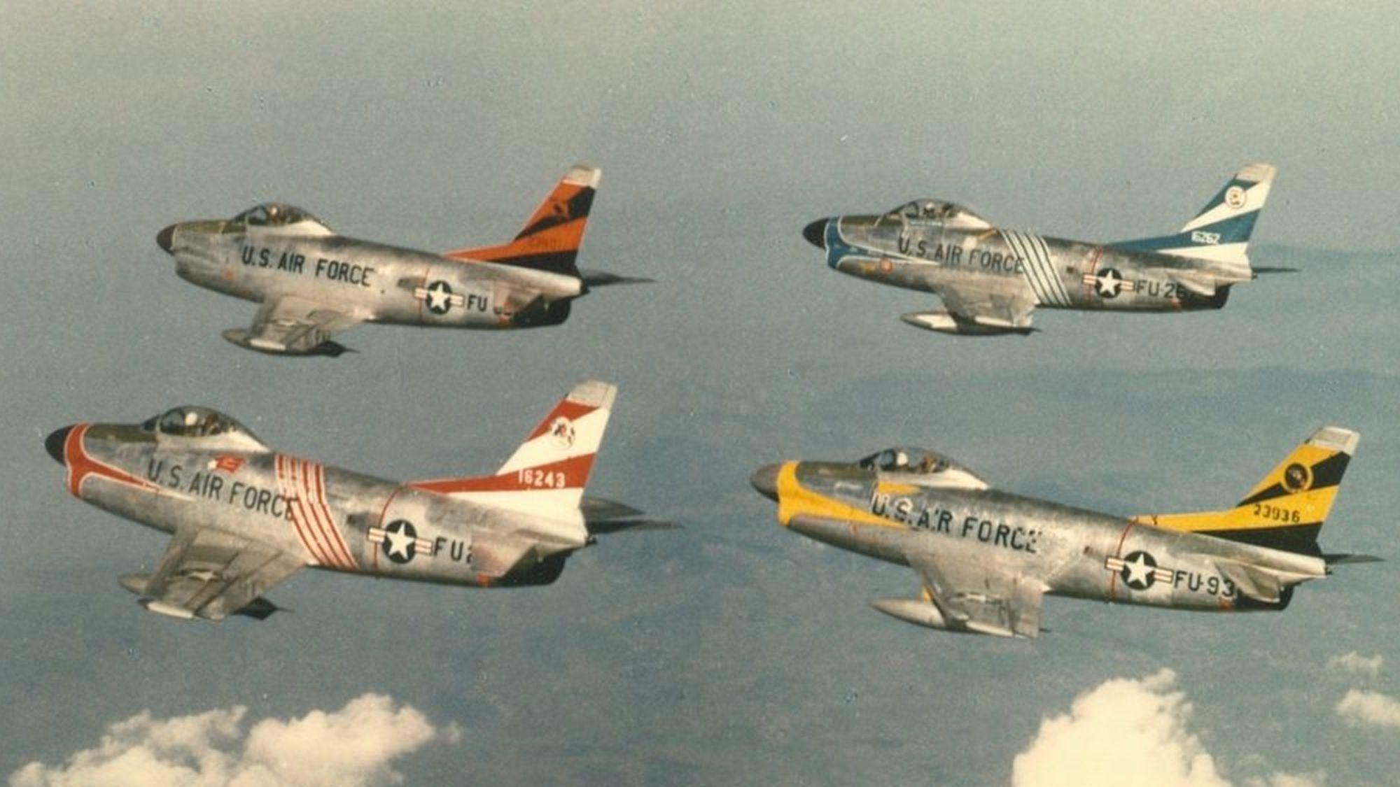 a9fe6a2a07473747e7c758da171d3f6a - AERONAVES FAMOSAS: North American Aviation F-86D 'Sabre Dog'