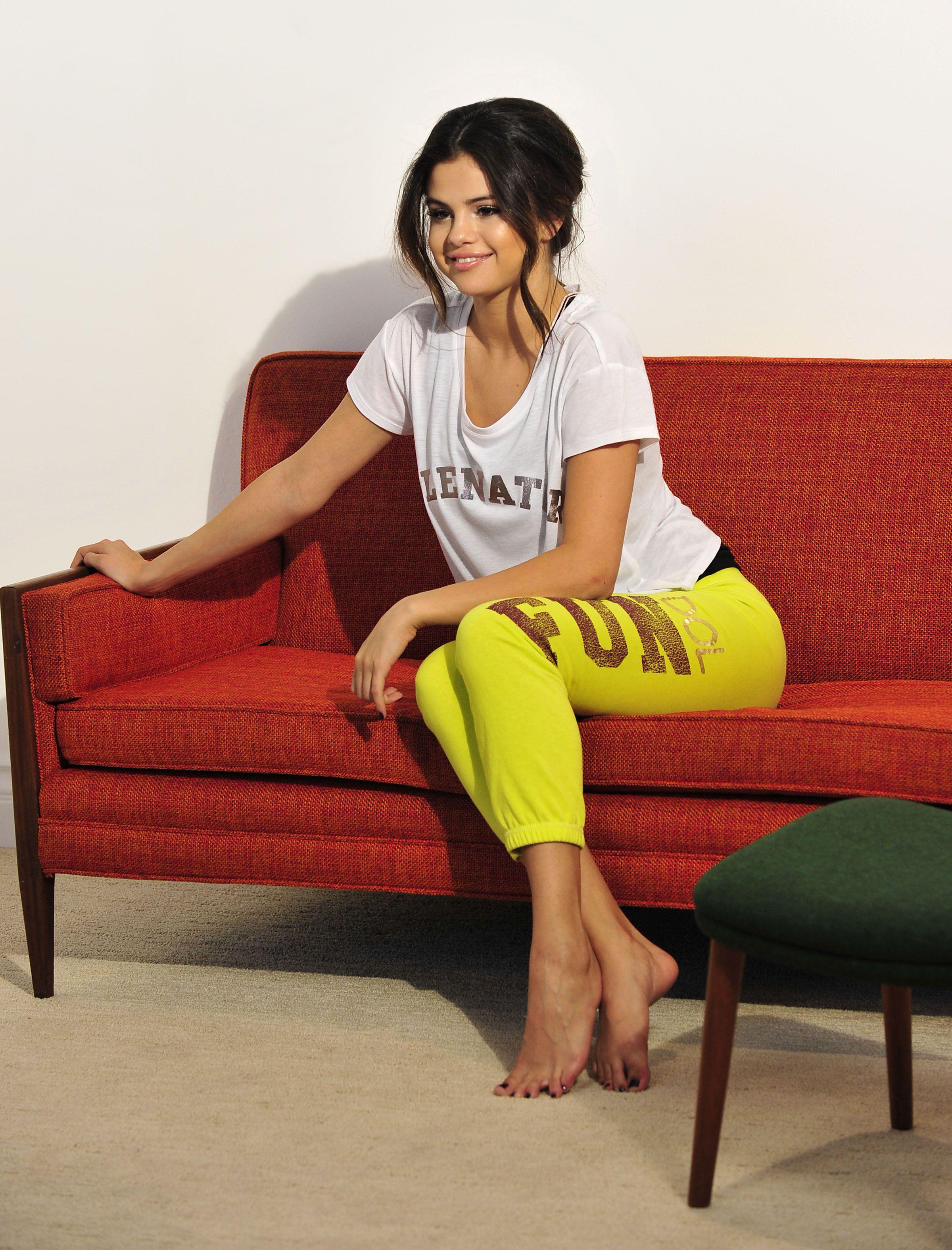 Selena Gomez Feet 1389575 Jpg 2 400 3 150 P Xeles Pieds  # Gabriela Gez Muebles