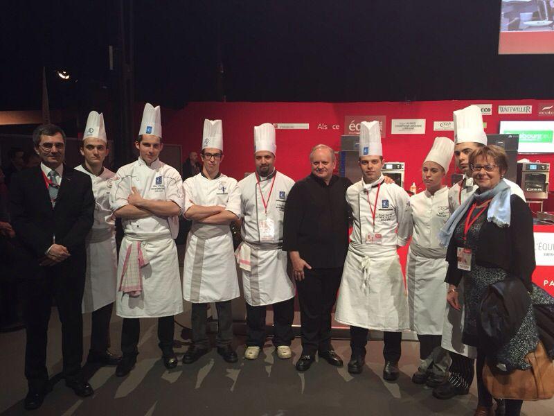 M. Robuchon, les apprentis du CEFPPA et le chef de travaux Christophe Weber