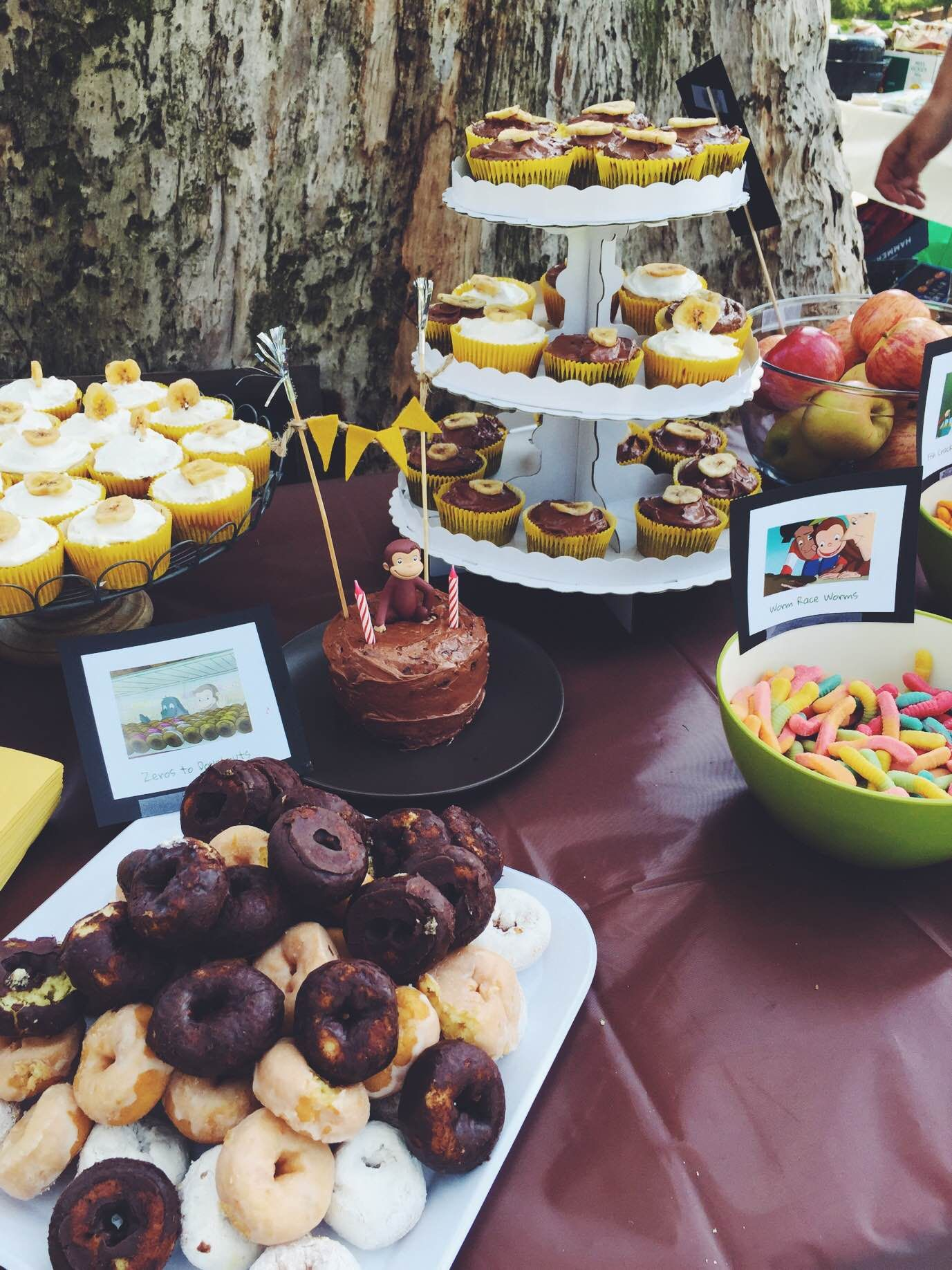Curious George Party #curiousgeorge #curiousgeorgeparty #curiousgeorgepartyfoodideas #curiousgeorgetoddlerparty