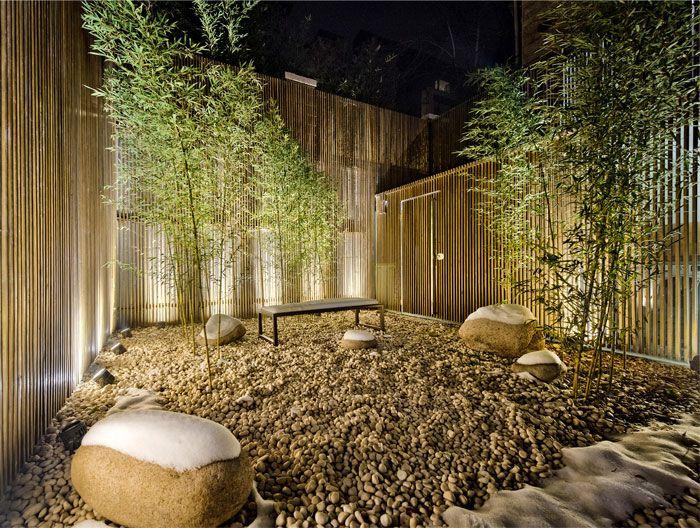 maison avec un design interieur asiatique et contemporain garden maison jardins et interieur. Black Bedroom Furniture Sets. Home Design Ideas