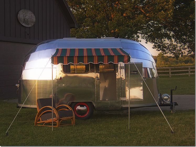 Fix Up A Vintage Airstream And Have It As Backyard Retreat