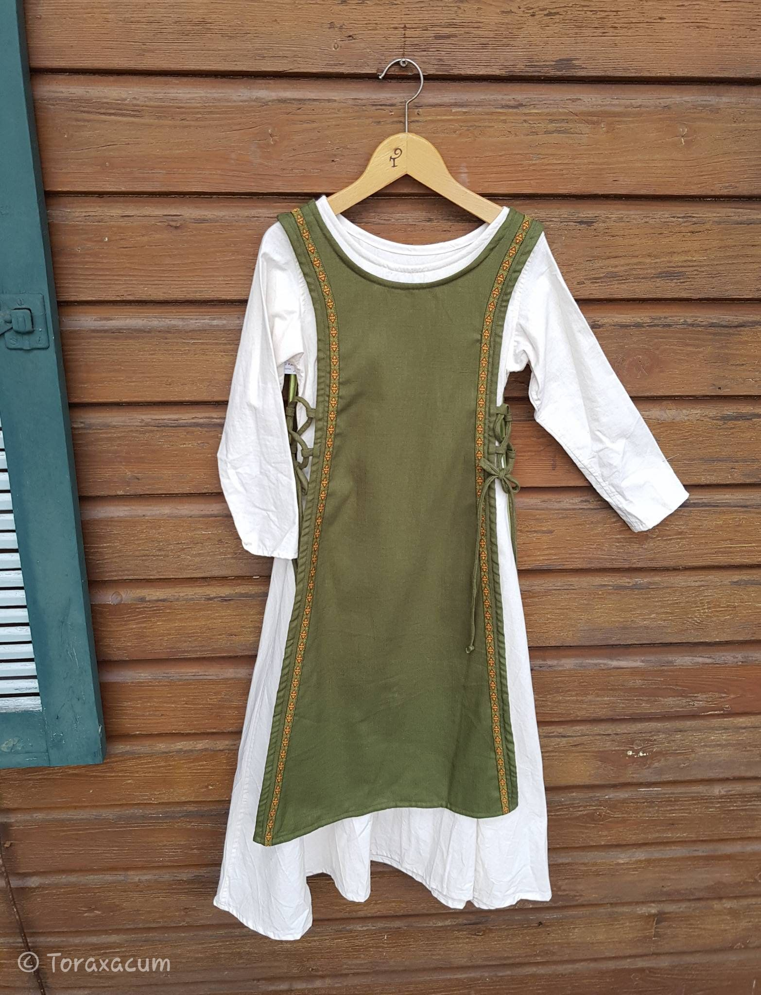 Grünes Überkleid Mädchen, Schürze aus Leinen, Größe 13, Wikinger