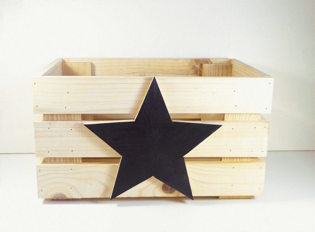 caja de fruta de madera con estrella negra