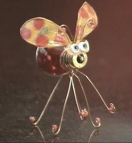 How To Make A Bug From A Light Bulb Manualidades Con Bombillos Bombillas Recicladas Y Adornos De Bombilla