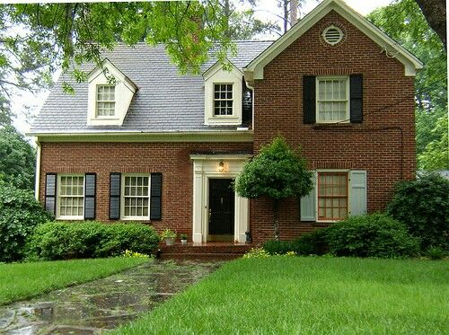 Brown Brick With Cream And Black Trim Door Red Brick House