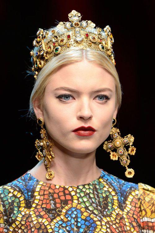 aib3rto:  Martha Hunt: Dolce  Gabbana F/W 2013.