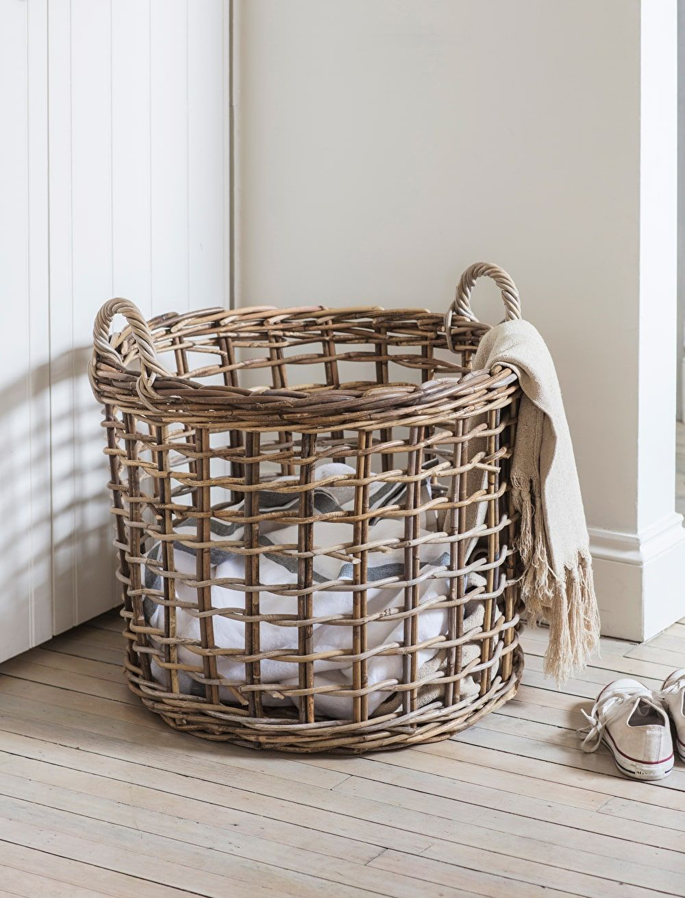 Beautifully Handwoven The Open Weave Basket Can Be Used To Store A Multitude Of Items Throughout The H Pletenie Korzin Korzina Dlya Belya Korzinki Dlya Hraneniya