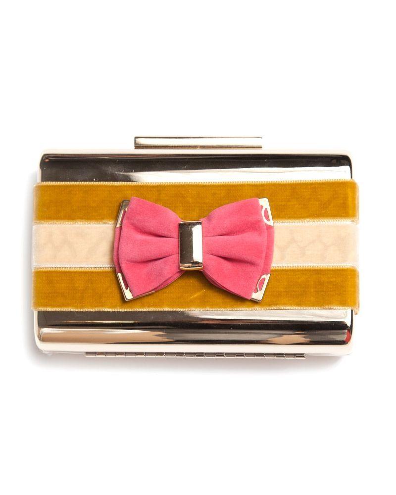 60e5f32019e Bolso de fiesta diseñado con cintas de terciopelo en tonos ocre y lazo en  color coral. www.apparentia.com