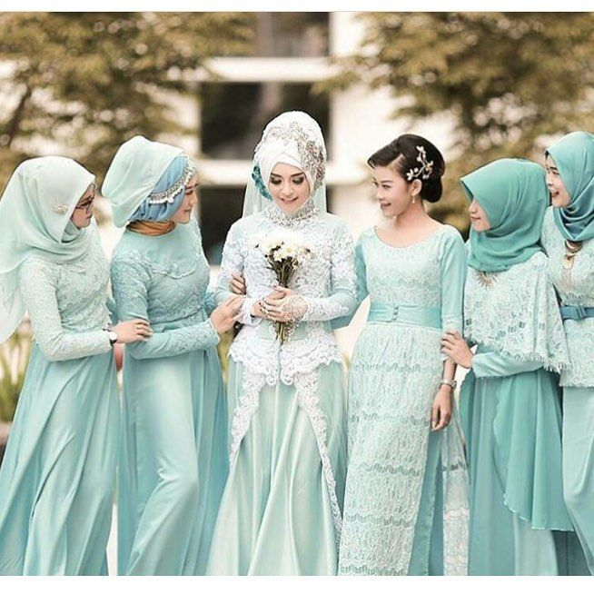 "Photo of Hijab wedding photo wedding dress on Instagram: ""@foto_baski online photo printing, @foto_baski photobook, canvas painting, pillow print, mug glass, puzzle, phone case and square cards…"""