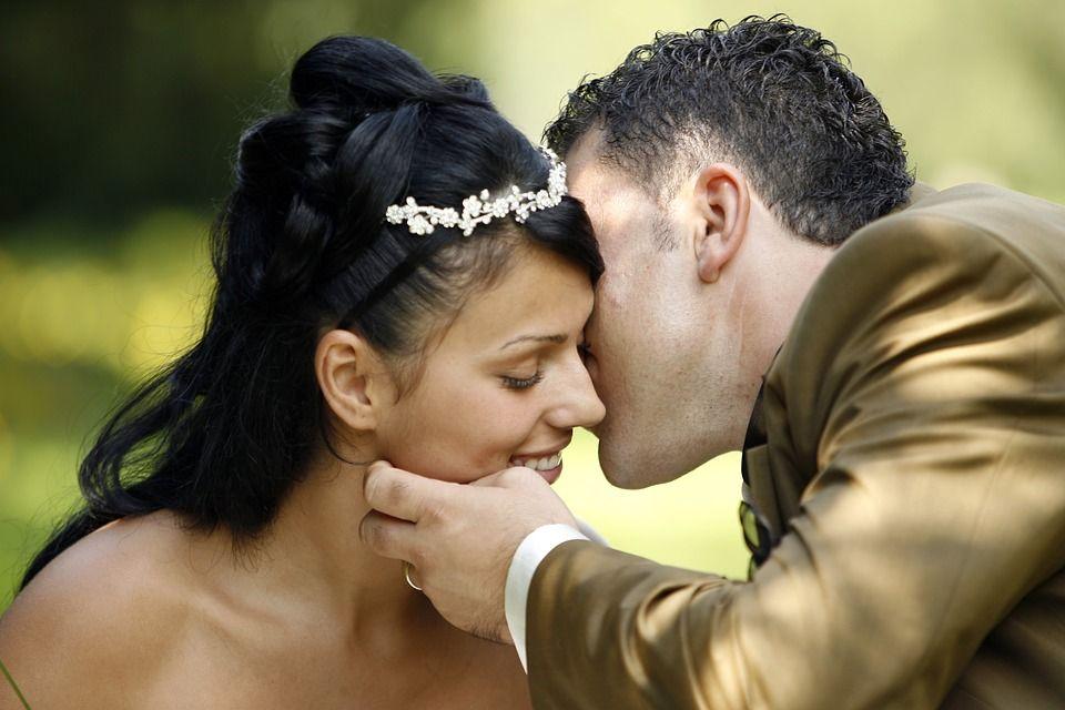 Acconciature da sposa per l inverno 2018-2019 - Fotogallery 7d199254da8a