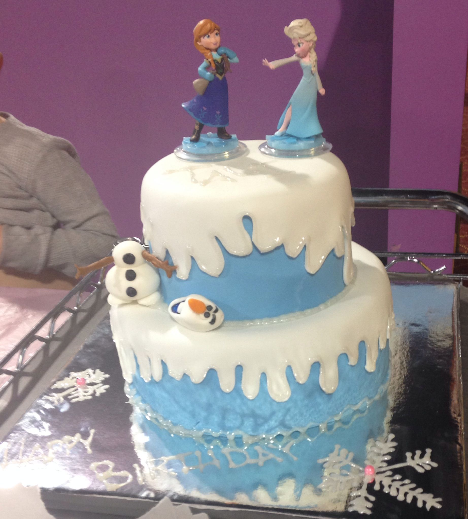 Strange Disney Frozen Birthday Cake For A 4 Year Old Hillymills Cakes Personalised Birthday Cards Veneteletsinfo