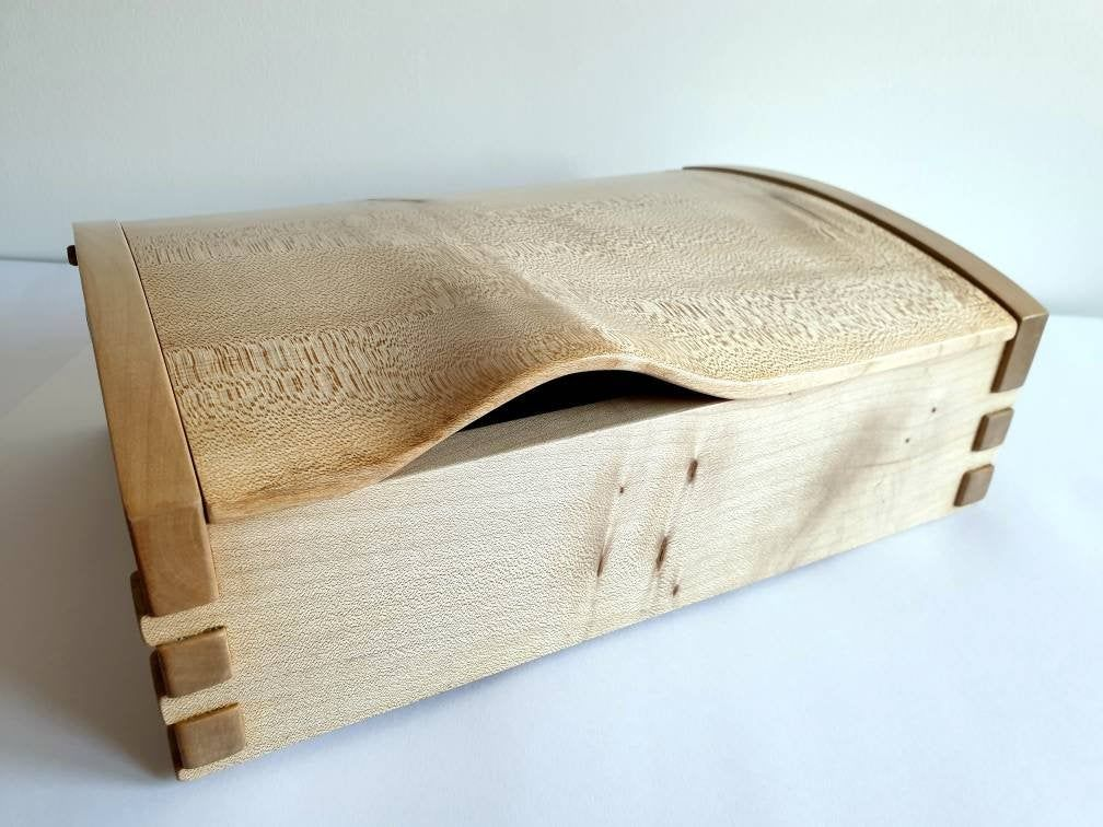 Keepsake Box With A Hinged Lid Hand Carved Lid Wooden Jewellery Box Desk Box Valet Box Men S Wood Box Dovetail Box In 2020 Wooden Jewelry Boxes Dovetail Box Keepsake Boxes