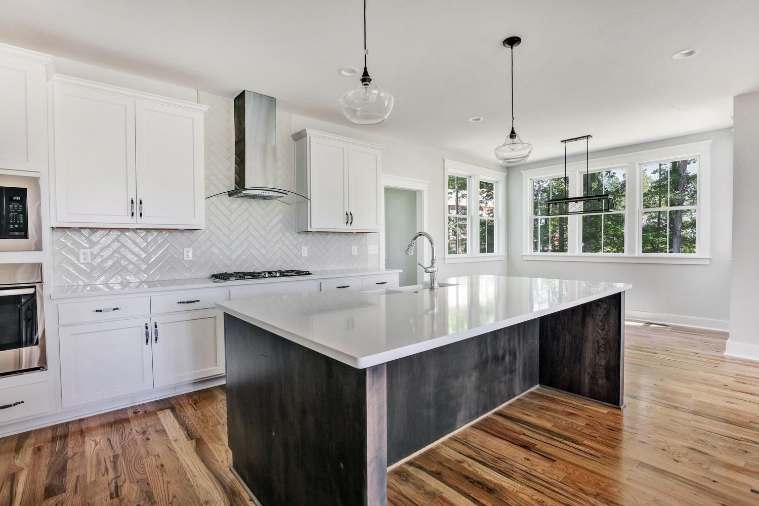 KITCHEN WITH WHITE SHAKER WITH BLACK HARDWARE